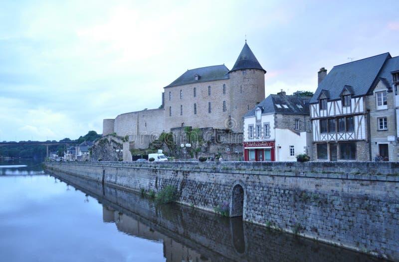 Замок Майенна и река, Франция стоковая фотография rf