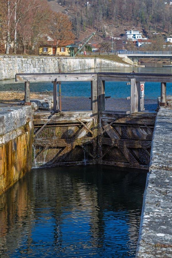 Замок на историческом канале Ludwig Дунай главном в Kelheim стоковая фотография rf