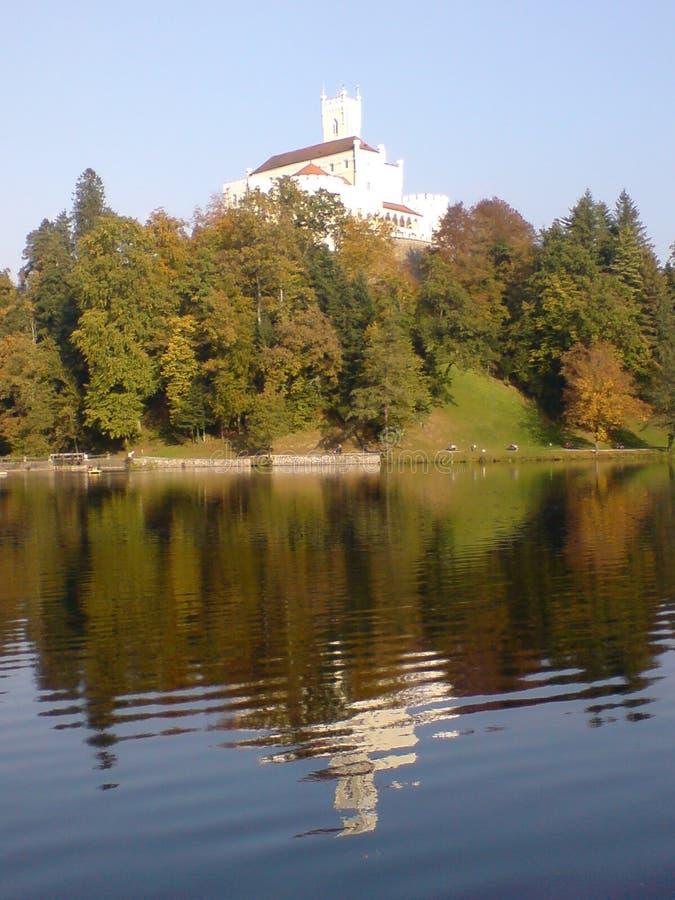 Замок на озере стоковое изображение