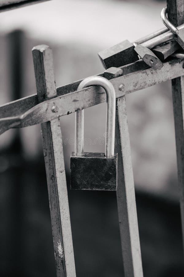 Замок на утюге обнесет забором парк стоковое фото rf