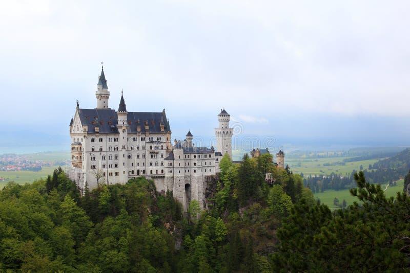 Download Замок Нойшванштайна в Schwangau Иллюстрация штока - иллюстрации насчитывающей король, европейско: 33737123