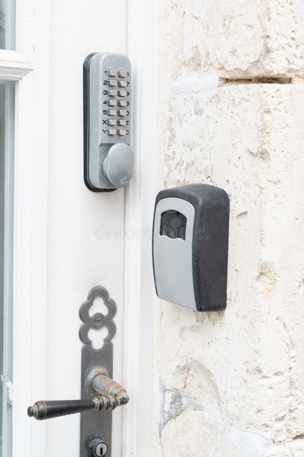 Замок номера на частном владении к ключам дверцы входного люка стоковая фотография