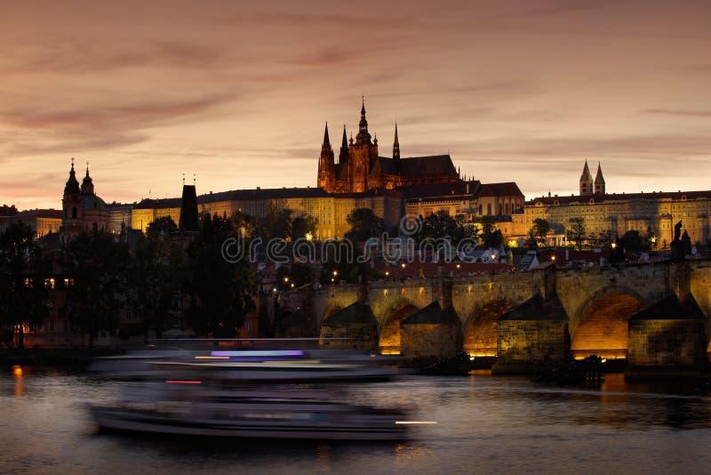 Замок Праги, готический стиль, самый большой старый замок в мире, и Карлов мост символы чехословакской столицы, построенного I стоковые изображения