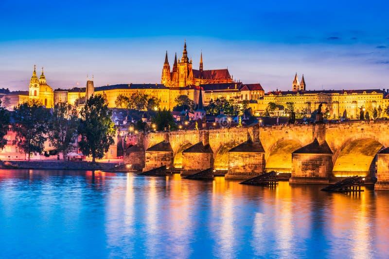 Замок Праги, Карлов мост в чехии стоковые фотографии rf
