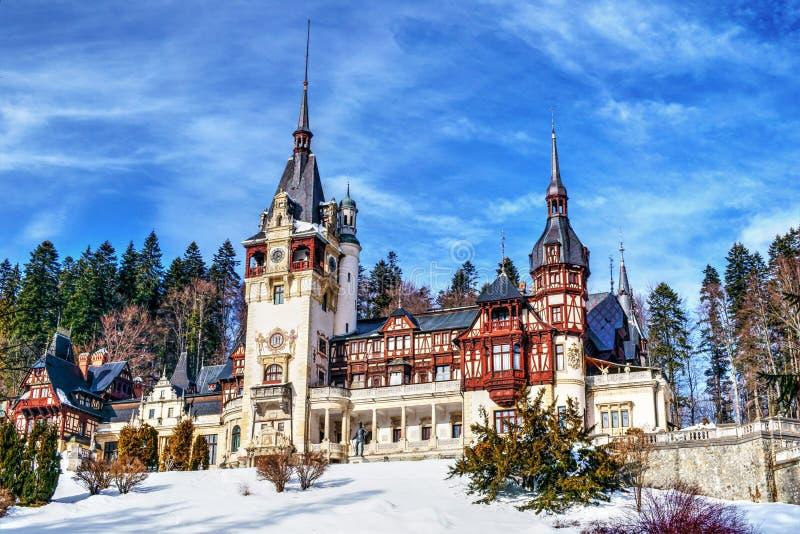 Замок Румыния Peles в ясном зимнем дне стоковое фото rf