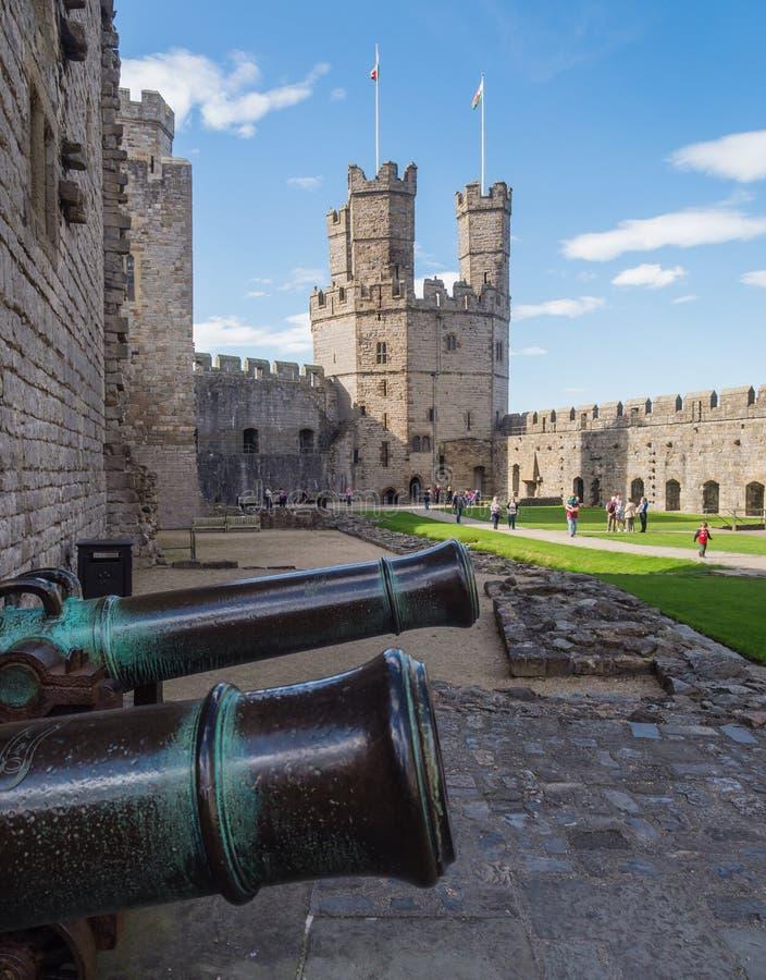 Download замок северный вэльс Caernarfon Редакционное Изображение - изображение насчитывающей полигонально, rampart: 41663125