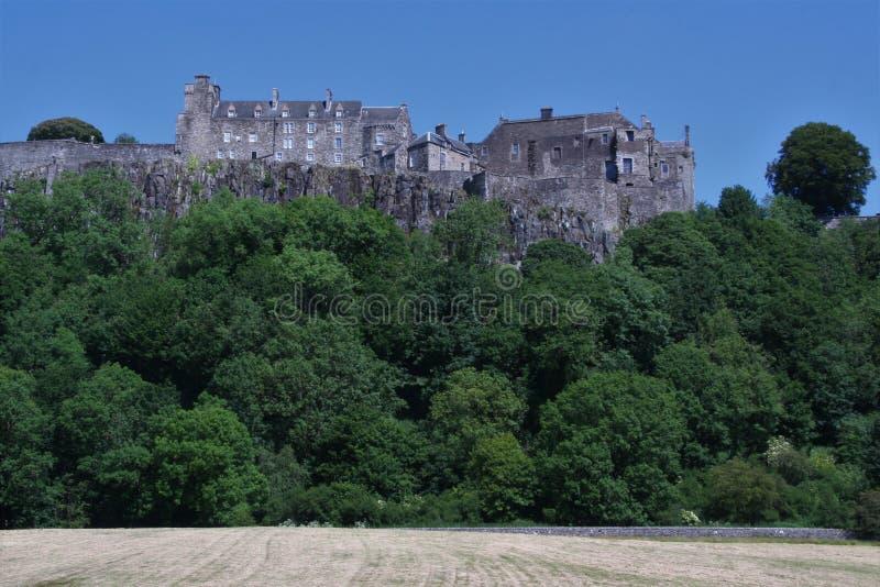 Замок Стерлинга, Шотландия Осмотренный снизу стоковые изображения rf