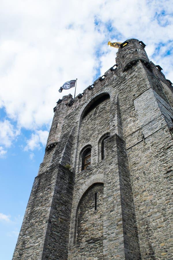 Замок с флагами, Ghante Gravensteen, Бельгия стоковые фото