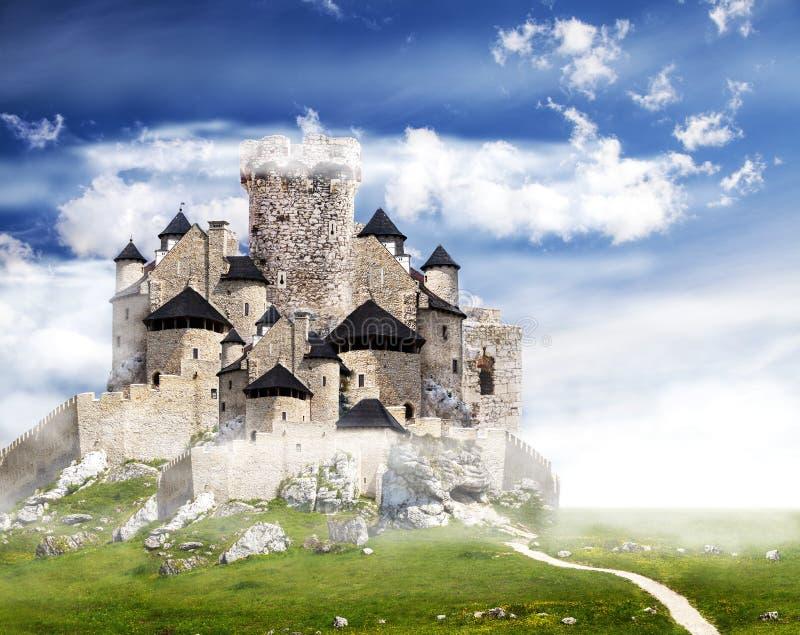 Замок фантазии с облаками стоковая фотография rf