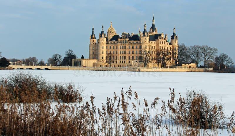 Замок Шверин в временах зимы стоковое фото