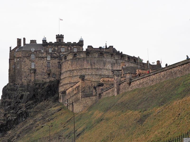 Замок Эдинбурга на утесе замка стоковые фотографии rf
