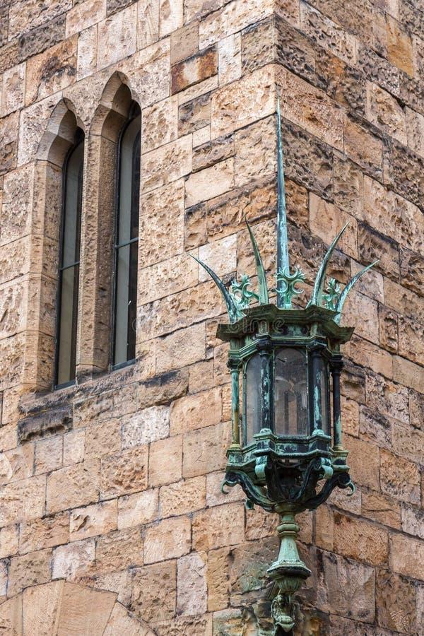 ЗАМОК ALNWICK, NORTHUMBERLAND/UK - 19-ОЕ АВГУСТА: Зеленая лампа a стоковая фотография rf