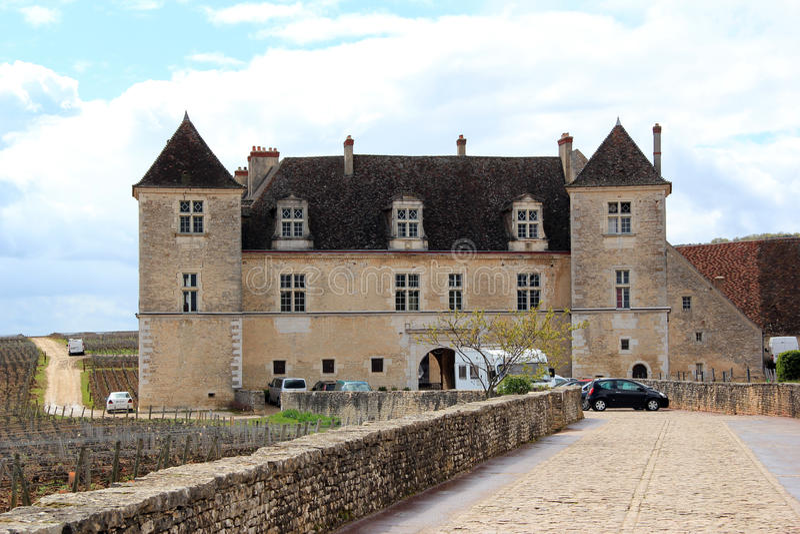 Замок Clos de Vougeot в бургундском стоковые фотографии rf