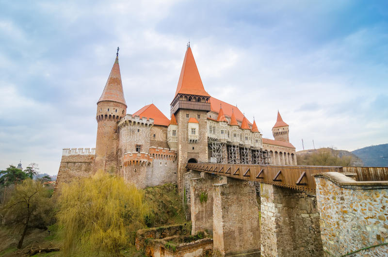 Замок Crovinilor в зоне Hunedoara Румынии стоковое изображение rf