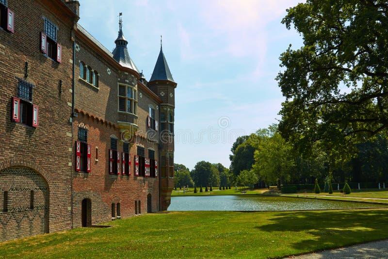 Замок De Haar расположен, в провинции Utrecht в Нидерланд, 1892 Красивый замок на воде стоковая фотография
