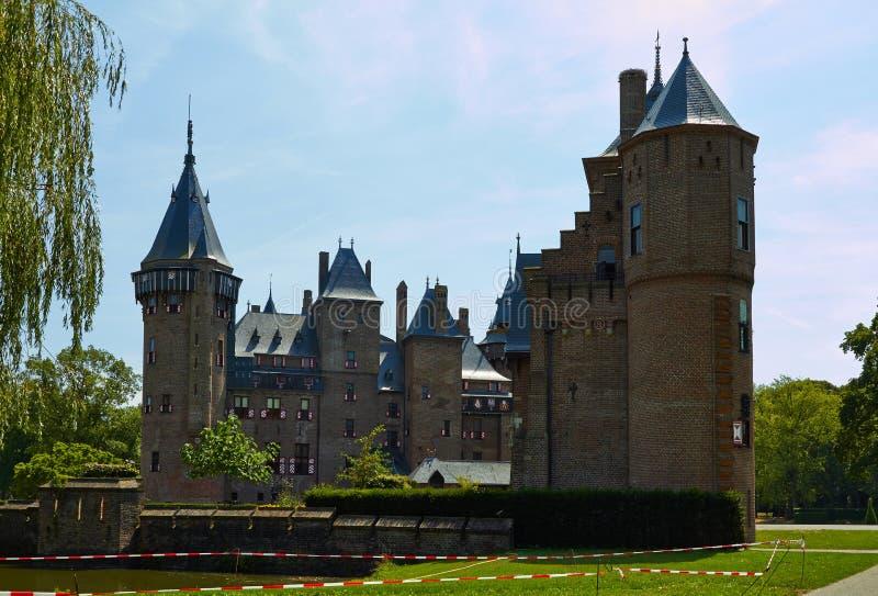 Замок De Haar расположен, в провинции Utrecht в Нидерланд, 1892 Красивый замок на воде стоковые фото