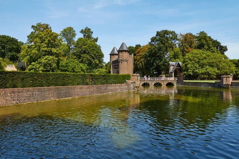 Замок De Haar расположен, в провинции Utrecht в Нидерланд, 1892 Красивый замок на воде стоковое фото rf