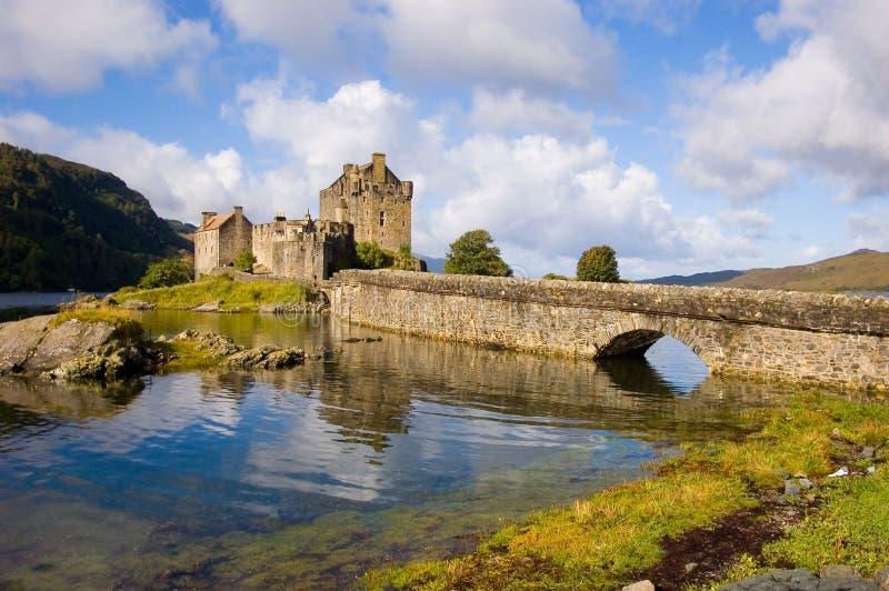 замок donan eilean Шотландия стоковое изображение