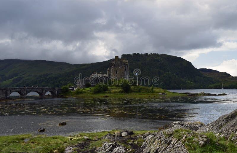 Замок Eilean Donan крепость тринадцатого века стоковые фотографии rf
