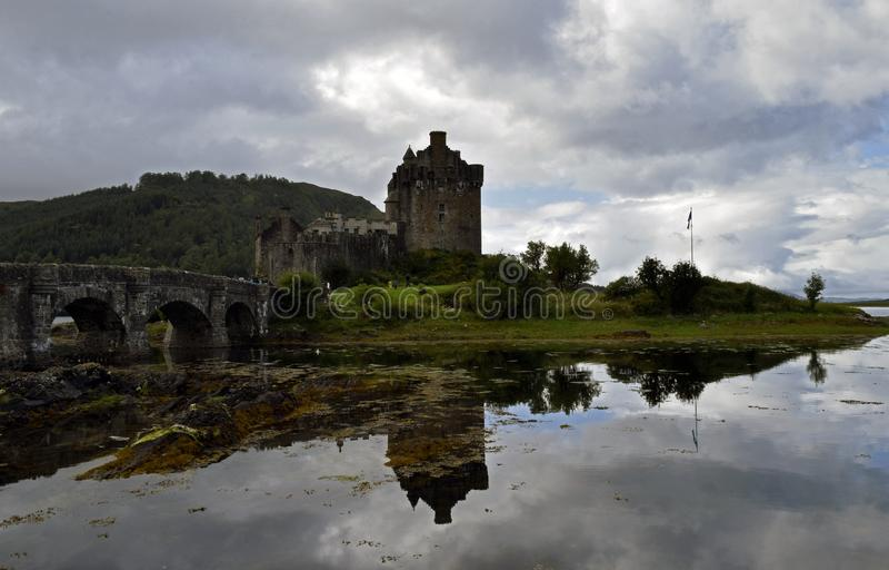 Замок Eilean Donan крепость тринадцатого века стоковые изображения