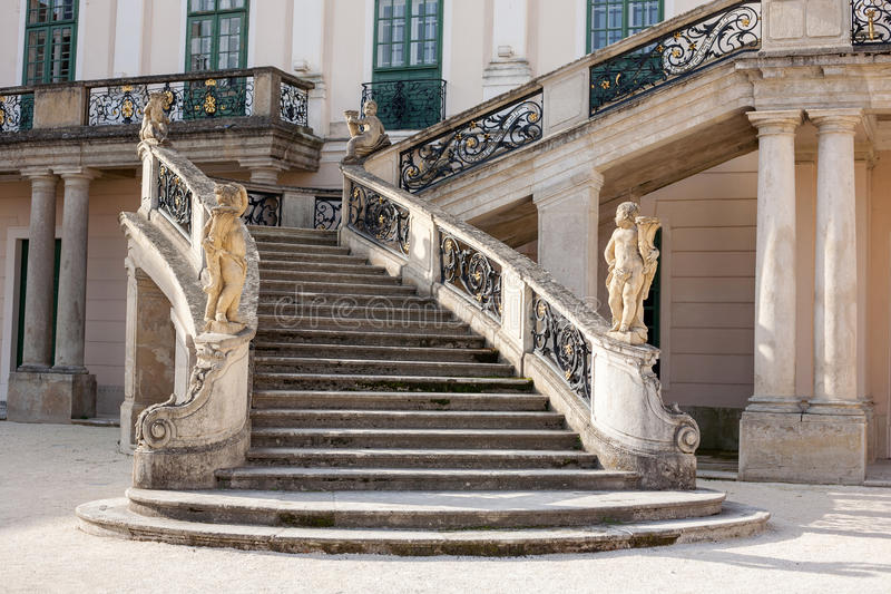 Замок Esterhazy - лестницы к дворцу стоковые изображения