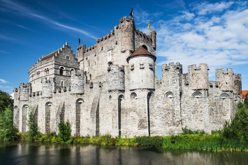 Замок Gravensteen и река Lieve, Gent стоковая фотография