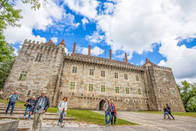 Замок Guimaraes в район Guimaraes, Браге, Португалия Оно один из самых старых португальских замков Альфонс i Henriques, ели стоковое изображение rf