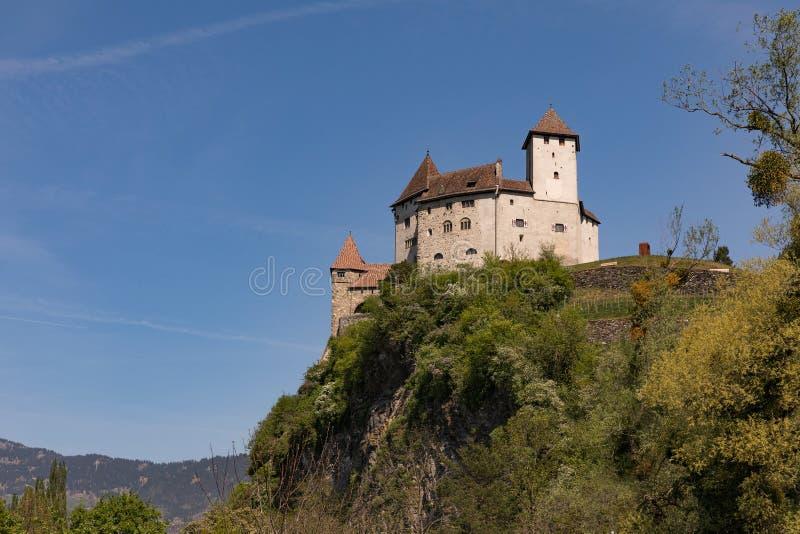 Замок Gutenberg в Balzers, Лихтенштейне Этот замок, эмблема Balzers в 70 метров высоких над деревней и был buil стоковая фотография