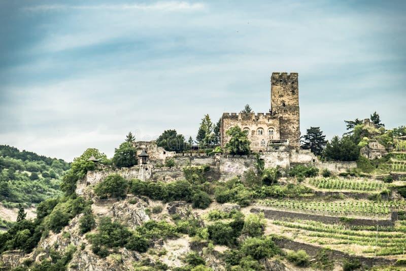 Замок Gutenfels ориентир ориентира на Kaub в известном ущелье Рейна к северу от Rudesheim стоковые фотографии rf