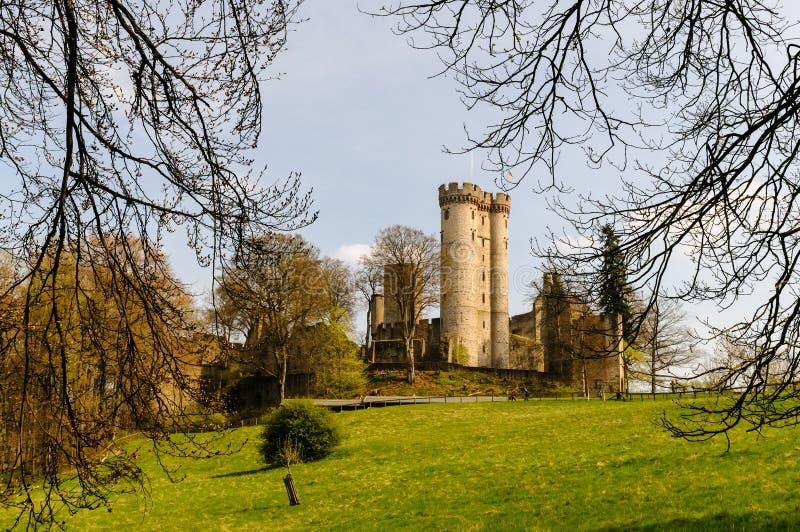 Замок Kasselburg в Pelm около Gerolstein (Германия) стоковая фотография rf