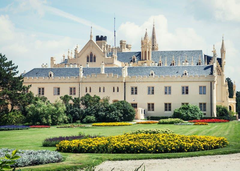 Замок Lednice с красивыми садами стоковое изображение rf