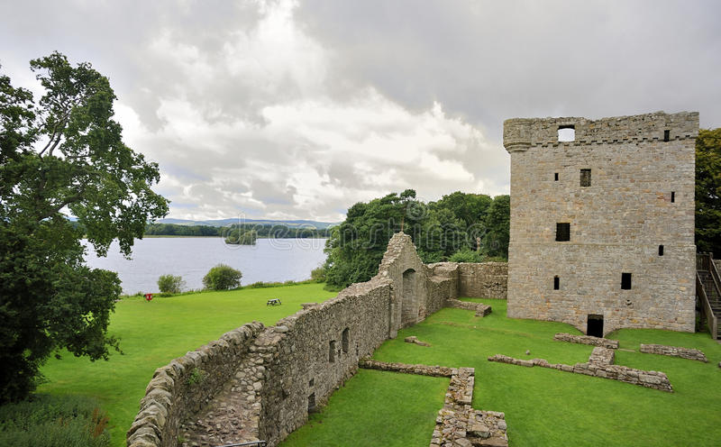 замок leven loch lochleven perthshire стоковые изображения