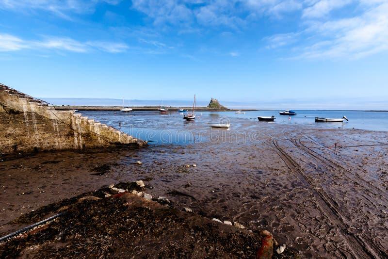 ЗАМОК LINDISFARNE, СВЯТОЕ ISLAND/NORTHUMBERLAND - 16-ОЕ АВГУСТА: Соперничайте стоковое фото