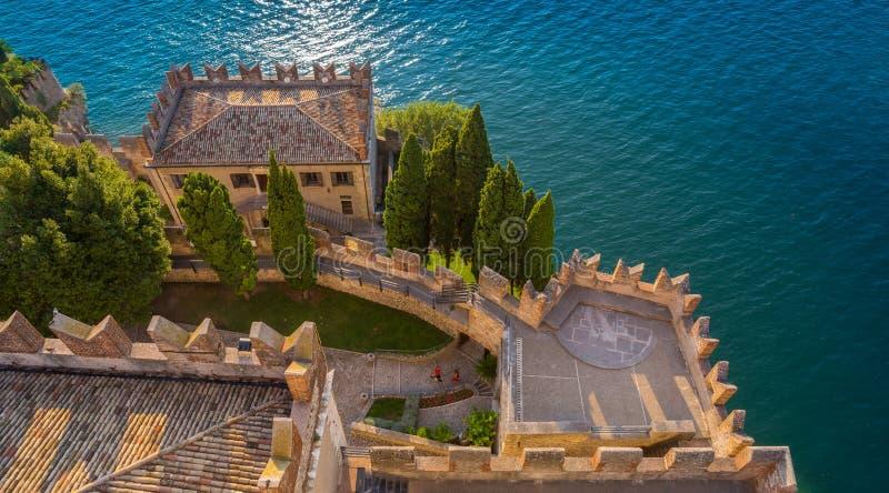 Замок Malcesine - положение свадьбы - озеро Garda - Италия стоковые изображения rf