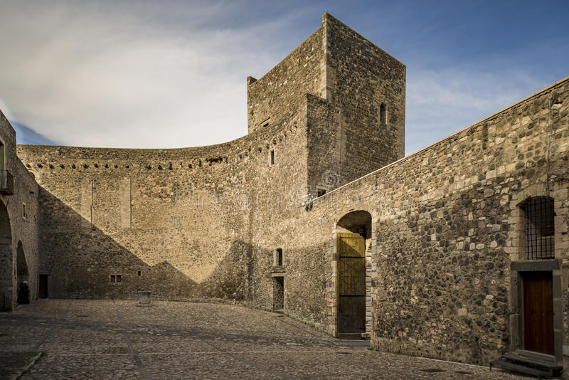 Замок Melfi в Базиликате стоковое фото rf