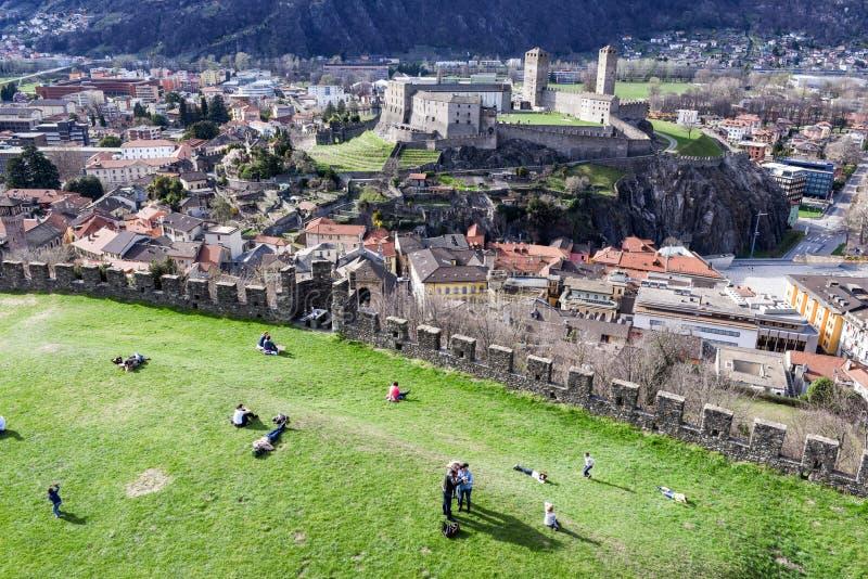Замок Montebello на Bellinzona на швейцарских горных вершинах стоковая фотография rf