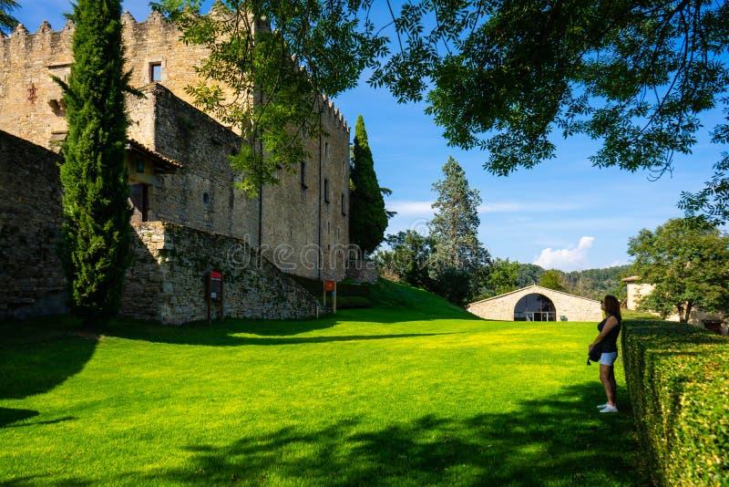 Замок Montesquiu в Ripoll, Каталонии, Испании стоковые фотографии rf