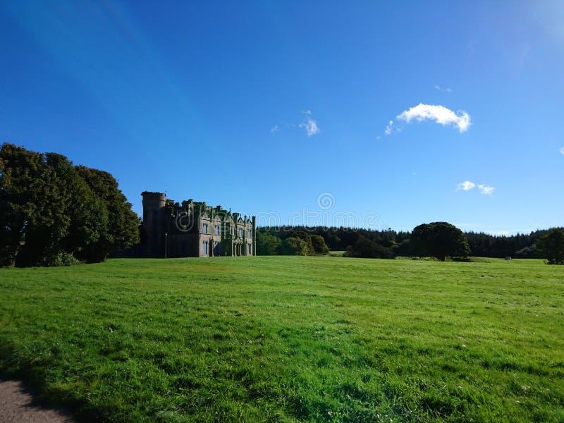 Замок Necarne в расстоянии стоковые изображения rf