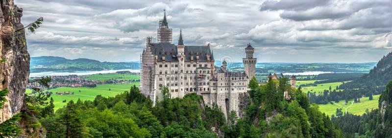 Download Замок Neuschwansterin стоковое изображение. изображение насчитывающей ландшафт - 40579041