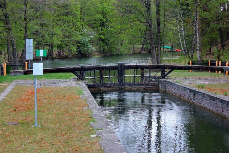 Замок Paniewo, девятый замок и единственный замок двойн-камеры на канале Augustow в Польше стоковое изображение