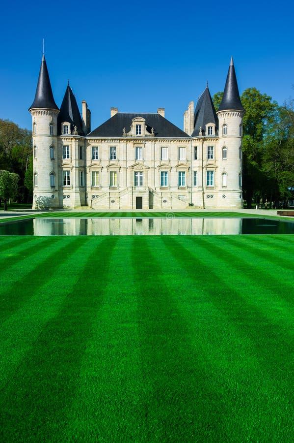 Замок Pichon Longueville известное имущество вина Бордо стоковые фотографии rf