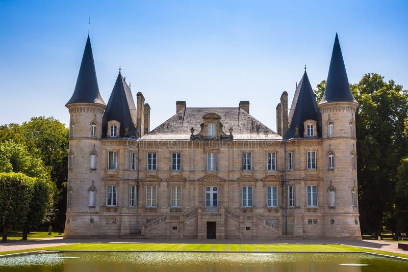 Замок Pichon Longueville один из известного замка лозы внутри стоковые фотографии rf