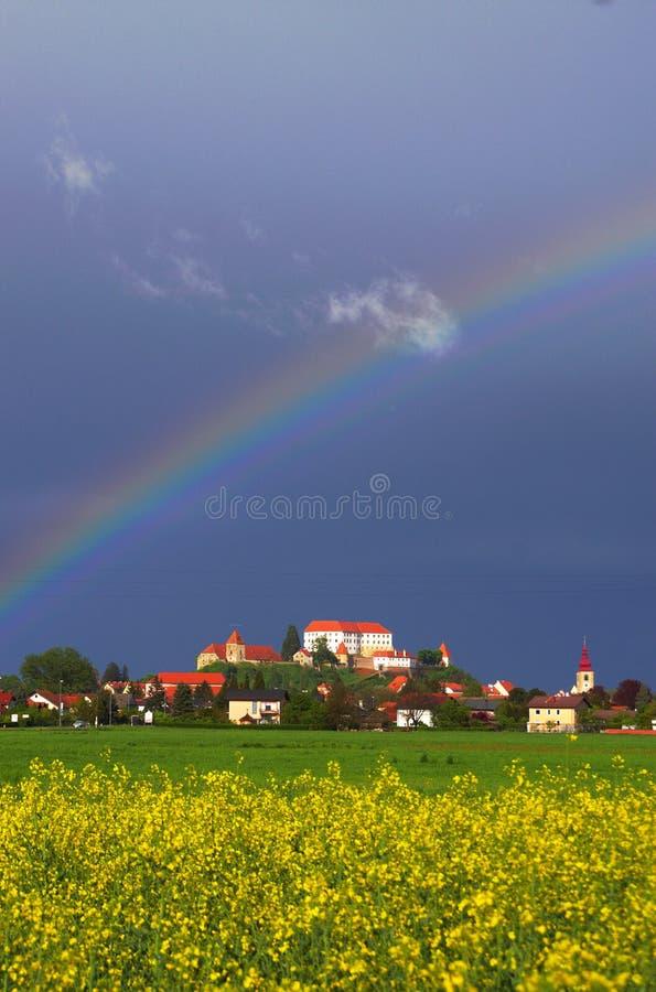 Замок Ptuj, Словения под радугой стоковое изображение rf