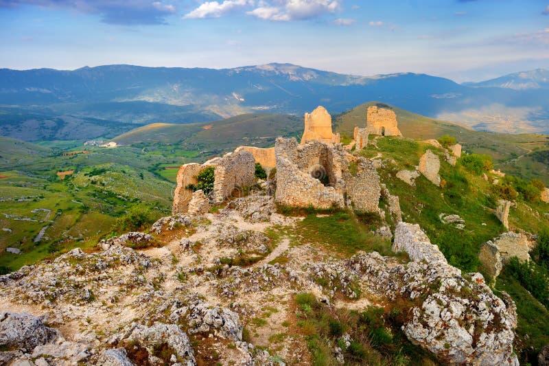 Замок Rocca Calascio в Италии стоковые изображения rf