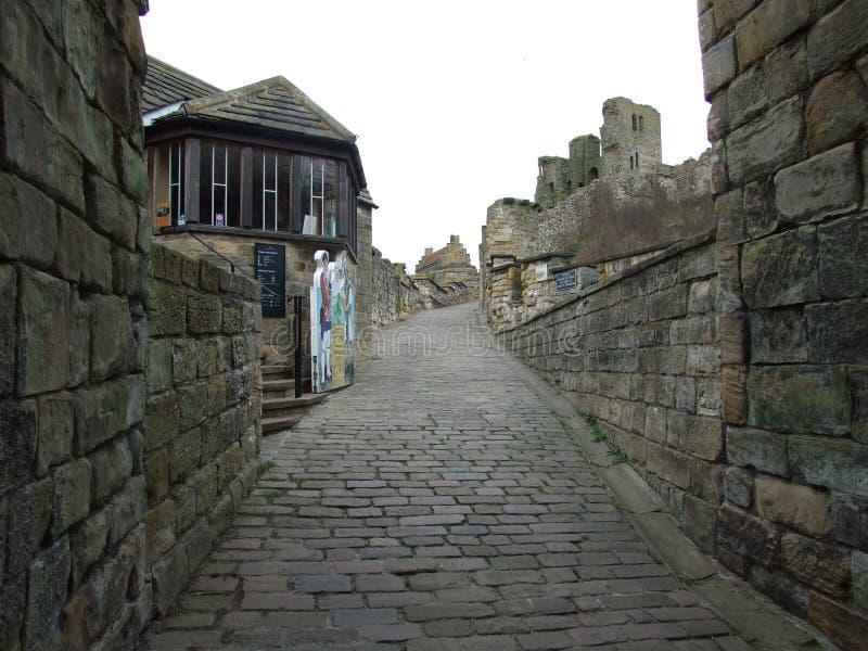 Замок Scarborough как раз внутри порта Cullis, Scarborough северного Йоркшира Англии стоковые фото