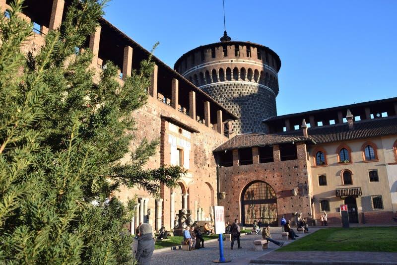 Замок Sforzesco - милан стоковые изображения