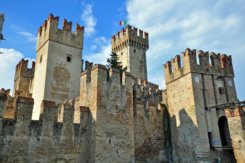 Замок Sirmione стоковые изображения