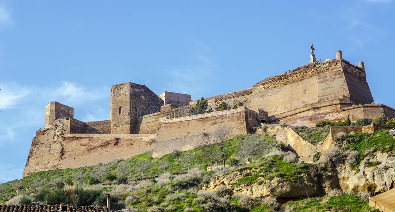 Замок Templar Monzon арабского десятого века Уэски Испании начала стоковая фотография