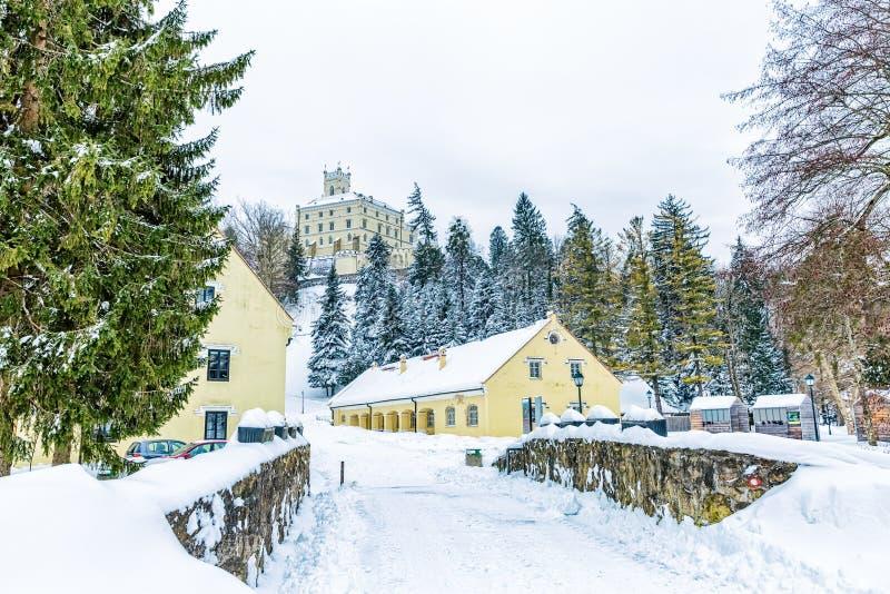 Замок Trakoscan в Хорватии стоковое изображение rf