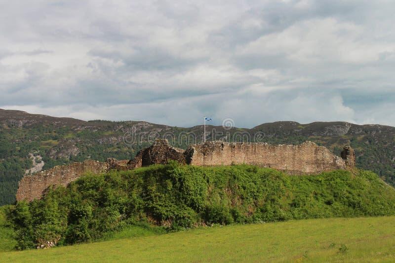 Замок Urquhart, Loch Ness, Шотландия стоковые фотографии rf